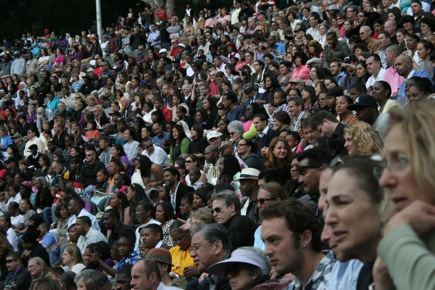 Seating capacity: 8000